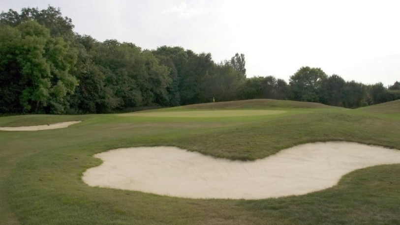 Beadlow manor baron course 17th green